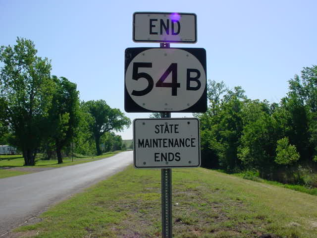 End OK 54B signage at its western terminus in Colony